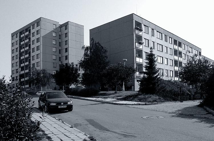 Jižní Svahy - bodový dům s nízkým blokem