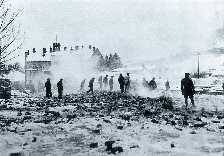 1935 - bourání štěpánkovy továrny