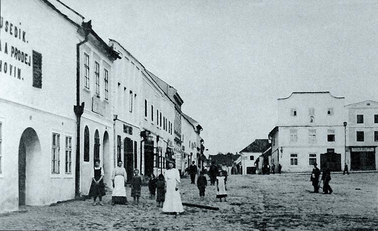Severní fronta nám. Míru roku 1908