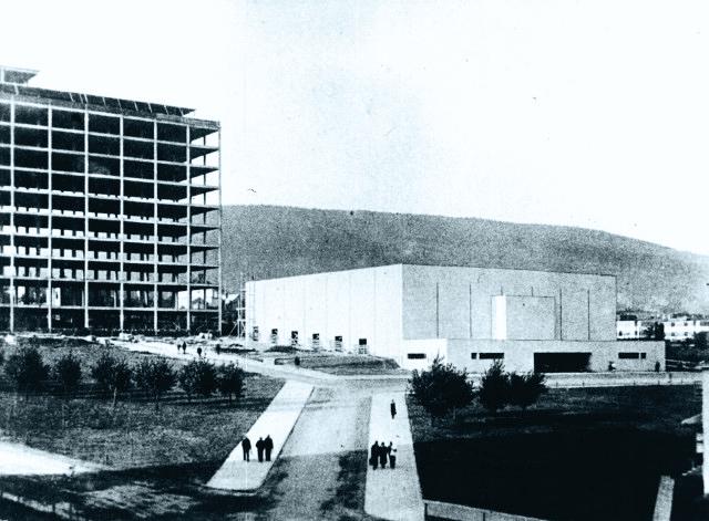 stavba hotelu a Velkého kina