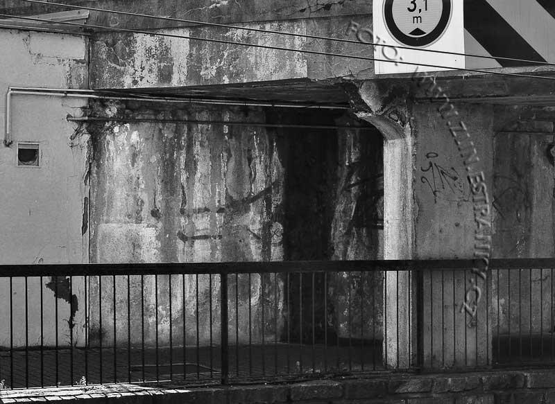 Dlouhá ulice - železniční nadjezd - detaily nosné konstrukce po 80ti letech 1