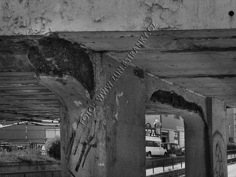 Dlouhá ulice - železniční nadjezd - detaily nosné konstrukce po 80ti letech 2