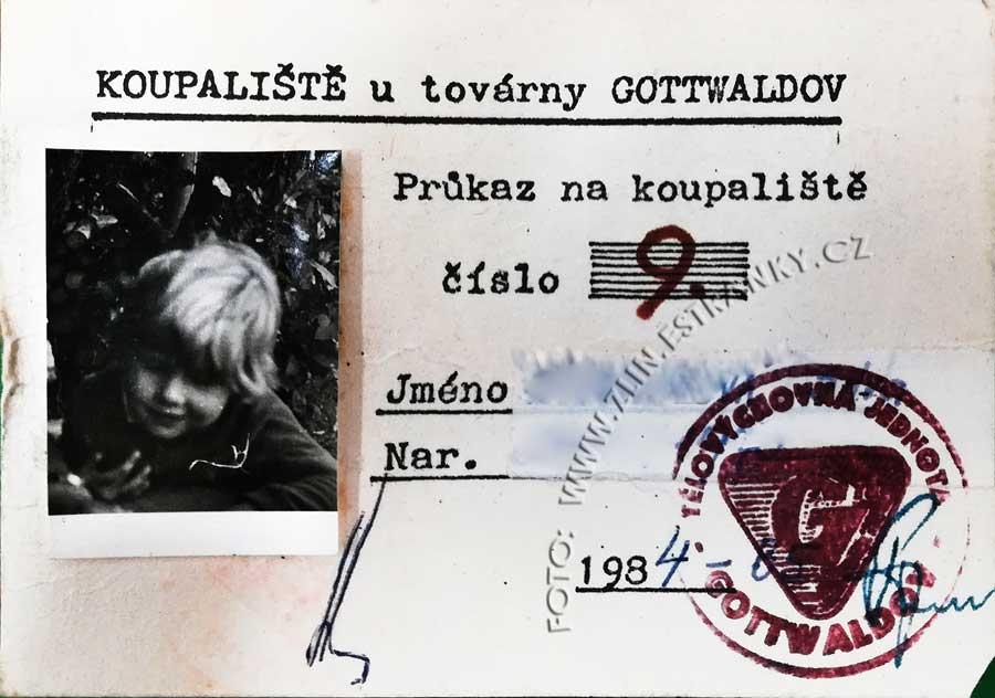 """Permanentka na koupaliště """"U továrny"""" (Baťák) z r. 1984"""
