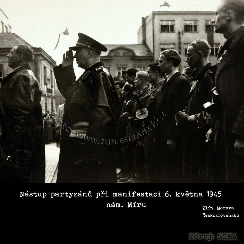 http://www.cygnus.estranky.cz/img/original/968/osvobozeni-zlina---partyzani-na-nam.-miru.jpg